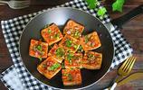 臭豆腐是具特色的休閒風味小吃,雖然聞起來臭,但吃起來香,且外焦微脆,內軟味鮮,快來學做起來一嘗為快吧