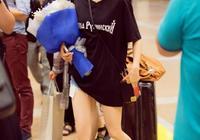 王子文現身機場,網友:我還以為沒穿褲子呢,這也能出來?太漂亮