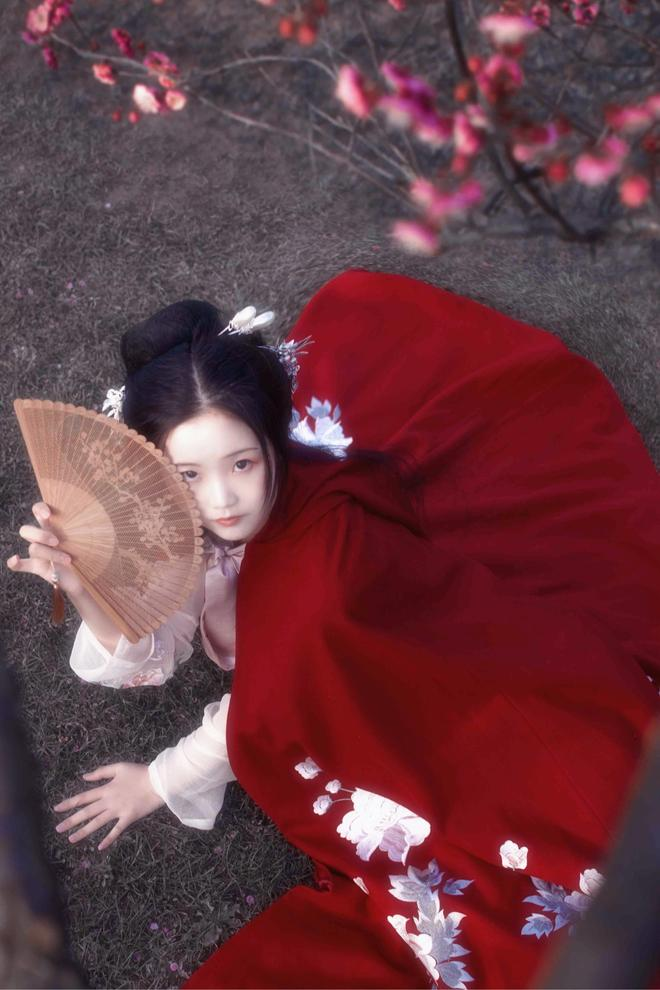 梅花之中有美人-漢服