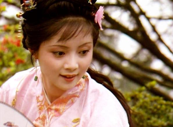 紅樓夢:平兒問的這句話為何能讓薛寶釵虛偽的一面原形畢露呢?