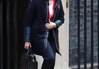 """被人稱為最敢穿的女首相——她說""""你可以事業有成,也可以有喜歡的穿衣風格"""""""