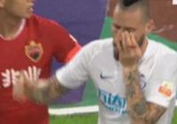中超判罰再惹爭議!相同動作保利尼奧得紅牌,深圳球員卻僅得黃牌。對此你怎麼看?