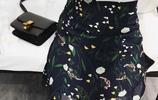 女性到了35-46歲這個年齡段,就適合穿這樣美膩的碎花裙子,怎麼都比T恤更優雅減齡有氣質