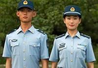 8月1日解放軍換髮佩戴夏常服帽,真的帥氣逼人