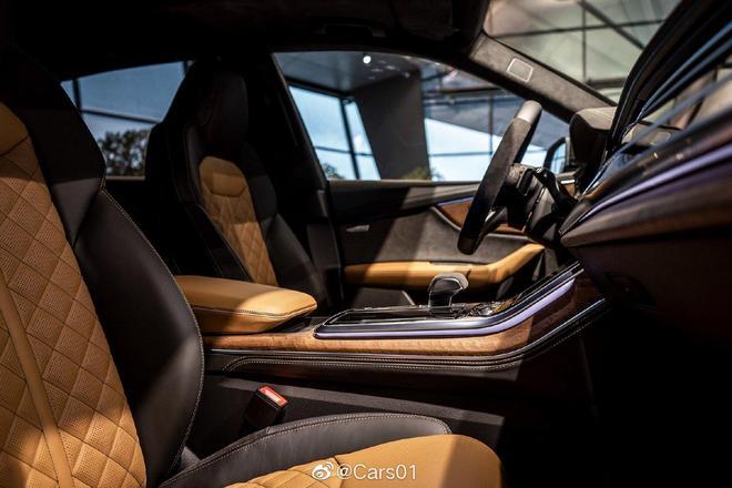 奧迪Q8到店實拍,外形不輸Urus,搭V8引擎,內飾氛圍科技感爆表