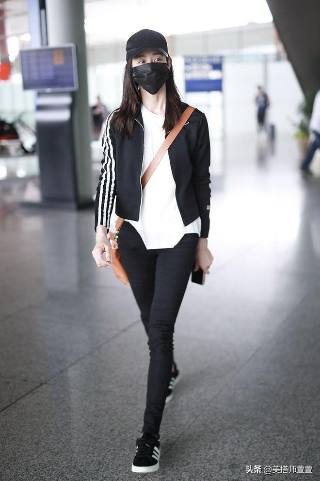 張鈞甯黑白穿搭現身機場,雙腿纖細身材超讚
