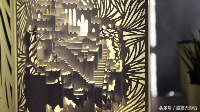 三年時間,藝術家用一張A4紙做成天空之城夜燈,美極了