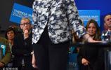 英國首相特雷莎·梅舉行競選演說 丈夫到場支持