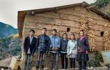 46歲女子帶5個孩子住原始森林,採藥放羊飲山泉,看活成啥樣子