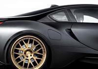 這輛BMW i8 22吋鍛造鋁圈也用上了消光金銅色,絕美搭配!