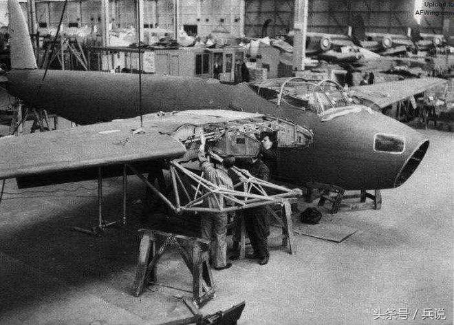 二戰隱形轟炸機,全身木頭製成,戰損率僅0.63%,參加開國大典!
