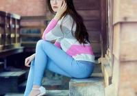 甜美有型的牛仔褲美女,突顯魅力小蠻腰,真迷人!