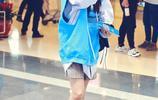 章若楠清爽造型秀美腿,對鏡揮手親和甜美