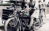 上色老照片:二戰時期騎著摩托的侵華日軍,臉上露出魔鬼式笑容