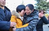 女孩3歲走失23年後與親人團聚,父母唸叨著:寶貝回家啦,回家啦
