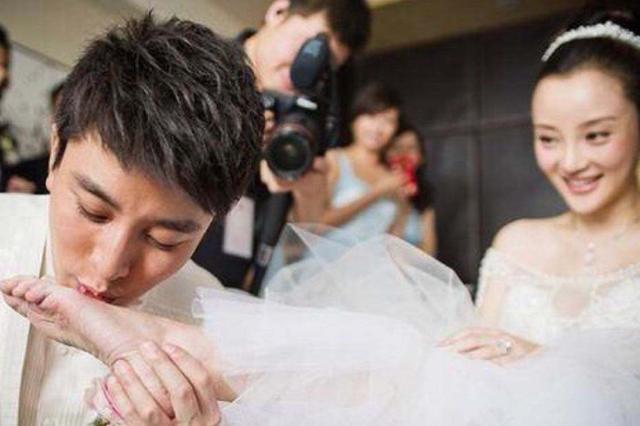 李小璐打算帶甜馨上綜藝撈金,卻因賈乃亮反對而復出失敗?