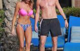 克萊維利和模特女友一起度假,看起來其樂融融