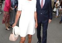 凱特王妃64歲媽媽不輸女兒!穿4千小白裙哪像奶奶?幾乎沒有皺紋