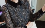45歲老婆賊會打扮,出門穿加絨小衫,洋氣保暖,美的淋淋盡致~