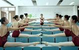 """舞蹈系女生的逆天""""一字馬"""",柔韌度驚人,網友:太牛了吧!"""