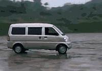五菱老宏光在行駛中轉彎有飄移是什麼原因?