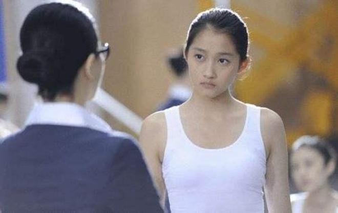 演技被黑到爆的關曉彤,看過她從小到大的這些電影你還會這麼說嗎