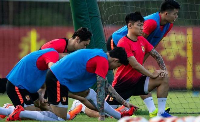 中超第14輪廣州恆大主場對陣華夏幸福,廣州恆大球員賽前訓練備戰