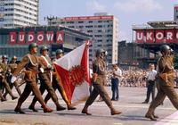 華約中僅次於蘇聯的國家,有80萬的軍隊,卻不斷挑釁蘇聯權威