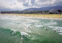萬寧日月灣:海上衝浪