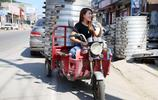 """""""90後""""女子高顏值擺攤賣饅頭,月均銷售15萬個,至今單身"""