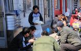5毛錢一個的包子,還送一碗南瓜粥,一天賣1000多個能賺到錢嗎?