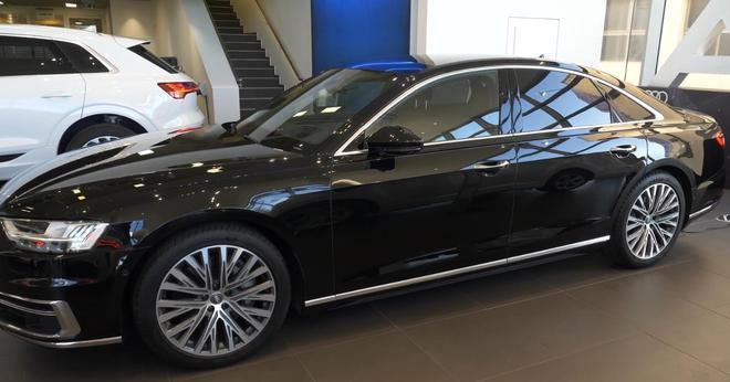 2019款美版奧迪A8黑色到店實拍,標軸版看起來更運動!
