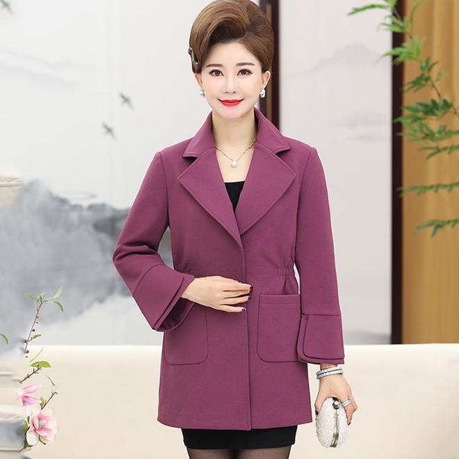 一直很貴的媽媽外套終於降價了,好穿又好看,出門倍有面子