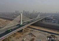 邢臺第二座跨鐵路立交橋加緊施工中,已建成一座,待建三座