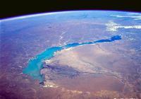 如果塔克拉瑪干沙漠變成一個內海,而太平洋中出現一個和它相等面積的荒地會怎樣?