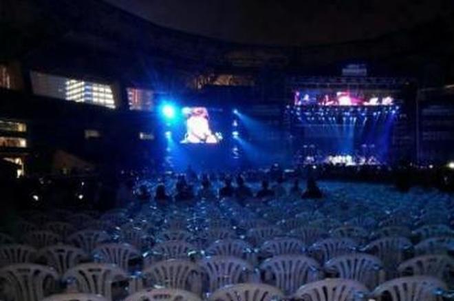 最慘淡的演唱會,號稱八萬人的演出,只有10人,還都是保安充數