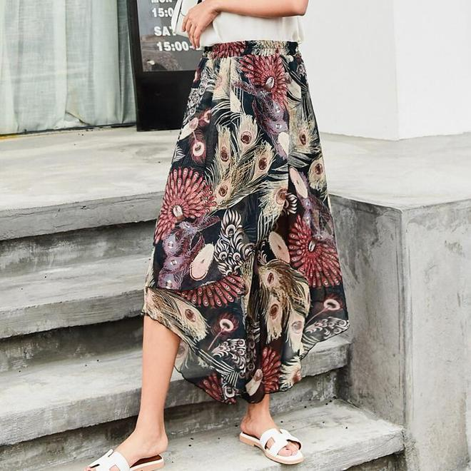 今夏最流行的碎花闊腿褲巨時髦,配上小碎花點亮夏季,30歲以上女性穿上展現甜美活力氣質