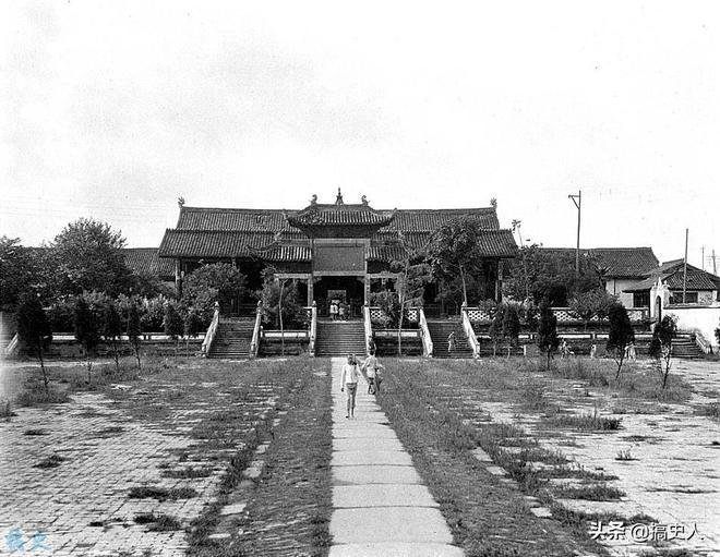 老照片:圖4山東人賣熱水養家餬口,圖6四川督軍署長滿了荒草!
