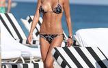 克勞蒂亞·嘉蘭蒂海灘度假,她的身材很符合亞洲人的審美