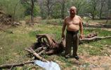 百年老屋裡66歲單身老漢,一人吃飽全家不餓,看他過得什麼生活