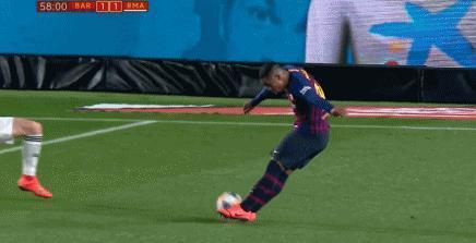 足球飛向皇馬球門 拉莫斯卻躲了,為何這麼詭異