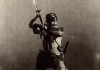 《七武士》中,菊千代的刀為何那麼長?