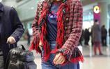 藍盈瑩現身機場,身著毛邊紅上衣,闊腿牛仔褲,是真顯腿長