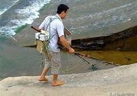 以前農村小溪小河電魚毒魚很瘋狂,現在你們家鄉還有人這樣做嗎?