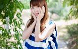 公園的藍白衣可人女孩,路邊大秀魅力風采!