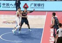 CBA聯賽第17輪廣東對戰浙江,最後32秒出現爭議,你覺得是趙睿推人了,還是王仔路假摔?
