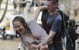 實拍:和我們國家不同的烏克蘭潑水節,被評為男人最喜歡的節日