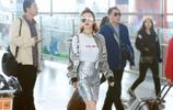 景甜現身機場,銀色系的裝扮酷帥有型