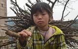 農村留守兒童10張圖,可憐的孩子望眼欲穿,網友:看了淚目