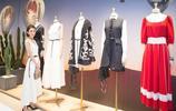 趙麗穎穿白色連衣裙亮相某廣場旗艦店開業現場,清新甜美溫文爾雅